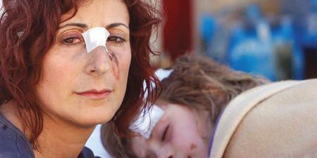 2009+-+Madre+e+figlia+sopravvissute+al+terremoto+in+Abruzzo