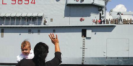 2006+-+Da+Brindisi%2c+la+partenza+delle+navi+militari+dirette+in+Libano