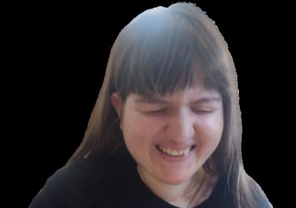 Immagine senza sfondo di Giona, sorridente mentre sfoglia un libro.